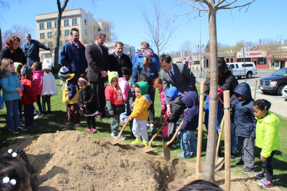 Overdressed Noam plants a linden with pre-schoolers.  (Photo credit: Floriane Boudelier, our intern from La Rochelle.)
