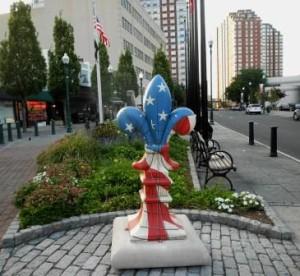 Fleur-de-lis sculpture at Memorial Plaza.