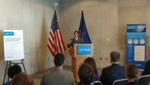 Mayor Noam Bramson accepts the Green Cities Commuter Challenge.